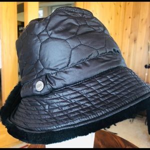 UGG black bucket hat